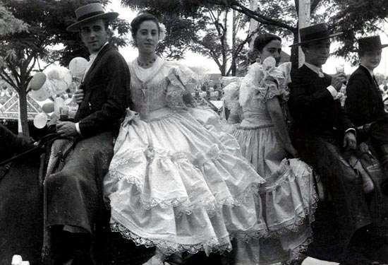 Trajes de flamenca antiguos – Flamencas en blanco y negro