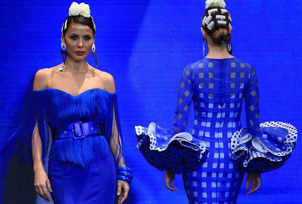Trajes de flamenca 2019: Azul eléctrico
